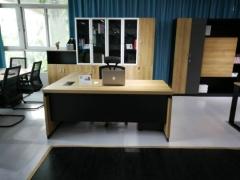 豪華型老板大班枱連側櫃及活動櫃
